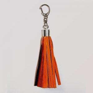 pomarańczowy brelok mocowany na karabińczyk